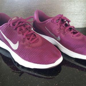Womens Size 10 Nike shoes Flex TR 7